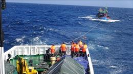 Kịp thời cứu nạn tàu cá bị hỏng máy, thả trôi trên biển