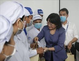 Phó Chủ tịch nước Đặng Thị Ngọc Thịnh thăm, tặng quà Tết tại tỉnh Bình Dương