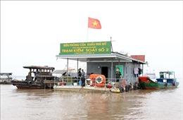 Những người chặn dịch nơi cửa khẩu cảng biển
