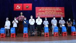 Phó Thủ tướng Trương Hòa Bình tặng quà Tết người Chăm tại TP Hồ Chí Minh