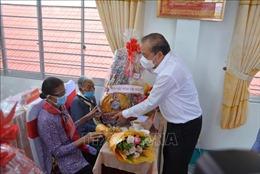 Phó Thủ tướng Trương Hòa Bình trao quà Tết tại Long An