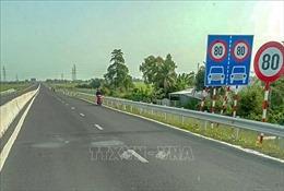Bất an khi xe mô tô 'vô tư' đi vào cao tốc Lộ Tẻ - Rạch Sỏi (Cần Thơ)