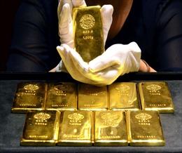 Giá vàng châu Á giảm khi lãi suất trái phiếu của Mỹ vẫn cao