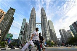 Malaysia đẩy sớm lịch tiêm phòng COVID-19