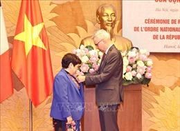 Bà Nguyễn Thúy Anh nhận Huân chương của Cộng hòa Pháp