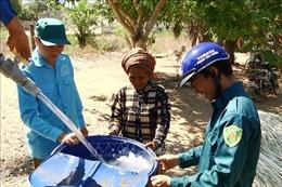 Đoàn viên, thanh niên 'giải khát' nước sạch cho đồng bào S'Tiêng