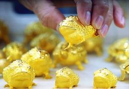 Giá vàng thế giới tăng trong phiên 5/4 khi đồng USD yếu hơn
