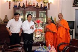 Thăm và chúc Tết cổ truyền đồng bào Khmer tại Trà Vinh