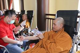 Ngày hội hiến máu - Hành Bồ tát đạo và trồng cây xanh tại Yên Tử