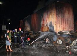 Ninh Thuận: Xe chở hàng cháy rụi trên quốc lộ 1A, gây ách tắc giao thông trong nhiều giờ
