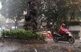 Đêm 3/5, các khu vực trên cả nước đều có mưa dông