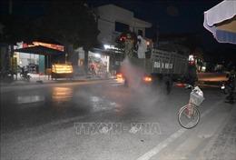 Quân khu 3 hỗ trợ phun sát khuẩn cho xã vùng dịch ở Hưng Yên