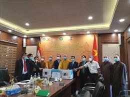Giáo hội Phật giáo Việt Nam tặng vật tư y tế ủng hộ nhân dân Ấn Độ phòng, chống dịch COVID-19
