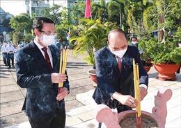Chủ tịch nước dâng hương tưởng niệm Chủ tịch Hồ Chí Minh tại TP Hồ Chí Minh
