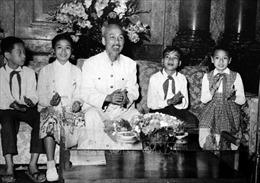 Nhiều hoạt động kỷ niệm 131 năm ngày sinh Chủ tịch Hồ Chí Minh tại Ukraine