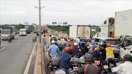 Tai nạn liên hoàn khiến 1 người tử vong, cầu Cần Thơ kẹt xe nghiêm trọng