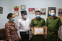 Kịp thời khen thưởng Thiếu tá Công an dũng cảm cứu thai phụ có biểu hiện tự tử