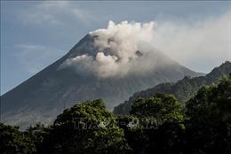 Núi lửa Merapi của Indonesia lại phun trào khí nóng