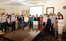 Cộng đồng người Việt tại Anh quyên góp ủng hộ phòng chống dịch COVID-19
