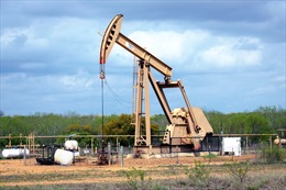 Giá dầu Brent vượt ngưỡng 76 USD/thùng