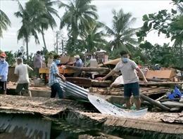 Vĩnh Long: Mưa lớn kèm gió mạnh làm sập và tốc mái 75 căn nhà, một người tử vong