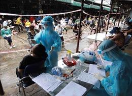 Hà Nội: Cách ly y tế, lấy mẫu xét nghiệm cho tiểu thương chợ Phùng Khoang