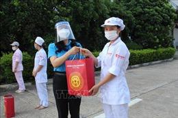 Công đoàn Thủ đô nỗ lực chăm lo người lao động gặp khó khăn