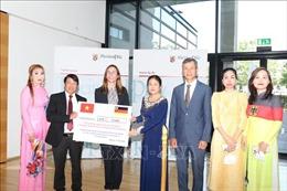 Cộng đồng người Việt tại Đức quyên góp ủng hộ nhân dân vùng lũ ở Tây Đức