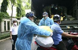 Bộ Tư lệnh Vùng 1 Hải quân tặng gạo hỗ trợ đồng bào TP Hồ Chí Minh