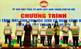 Tặng máy tính cho 43 học sinh gặp khó khăn ở Hà Nội