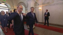 Vì sao Tổng thống Putin thường đến họp muộn?