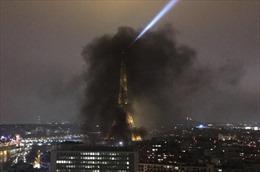 Phe Áo vàng biểu tình, đốt phá thâu đêm, tháp Eiffel chìm trong khói đen