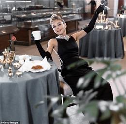 Bí mật của nữ diễn viên Audrey Hepburn về người mẹ sùng bái Hitler