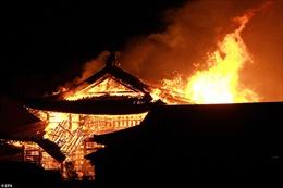 Hình ảnh ngọn lửa kinh hoàng thiêu rụi lâu đài 600 tuổi ở Nhật Bản