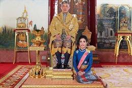 Từ Anh tới Thái Lan, cuộc sống hoàng gia đầy áp lực với các thường dân