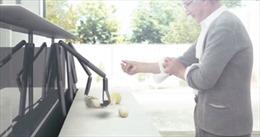 Xem thiết bị nấu ăn tương lai của Sony trổ tài nấu nướng