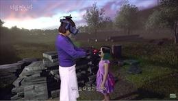 Cảm động cảnh mẹ gặp con gái đã mất nhờ công nghệ thực tế ảo