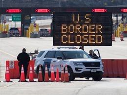 Sợ người Mỹ mang virus vào, dân Canada đập phá xe biển số Mỹ