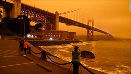Cháy rừng khiến bầu trời California đỏ quạch như Sao Hỏa