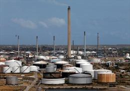 Venezuela nối lại hoạt động hai nhà máy lọc dầu