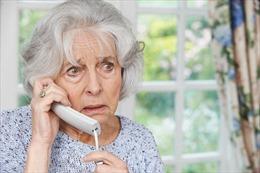 Người già ở Anh mất tiền vì bị lừa đặt lịch tiêm vaccine qua điện thoại