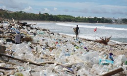 Kinh hãi bãi biển Bali ngập rác, có ngày 60 tấn dạt vào bờ