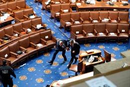 Nghị sĩ Mỹ kể lại giây phút nguy hiểm cận kề khi Quốc hội bị tấn công