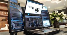 Ngắm siêu máy tính xách tay 'dị thường', có tới 7 màn hình