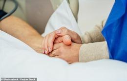 Sự cố hiếm gặp: Thai nhi chết lưu vì mắc COVID-19 từ trong bụng mẹ