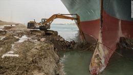 Khối lượng việc khổng lồ phải làm để cứu tàu mắc kẹt ở kênh đào Suez