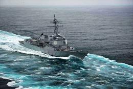 Máy bay không người lái bí ẩn lượn quanh tàu khu trục Mỹ