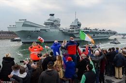 Hàng nghìn người tiễn tàu sân bay HMS Queen Elizabeth lên đường sang châu Á