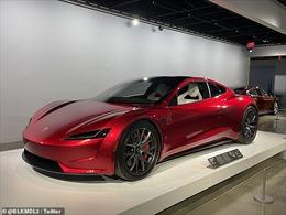 Siêu xe điện mui trần Tesla gắn 10 động cơ đẩy rocket, vọt lên 96km/h trong 1,1 giây