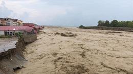 Thảm cảnh ở Thổ Nhĩ Kỳ: Miền bắc ngập lụt do lũ quét, miền nam bị cháy rừng tàn phá